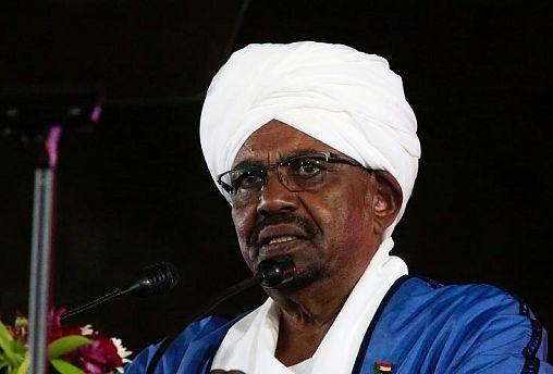 بعيدا عن مظاهرات السودان.. البشير إلى الدوحة لبحث تعزيز العلاقات مع قطر