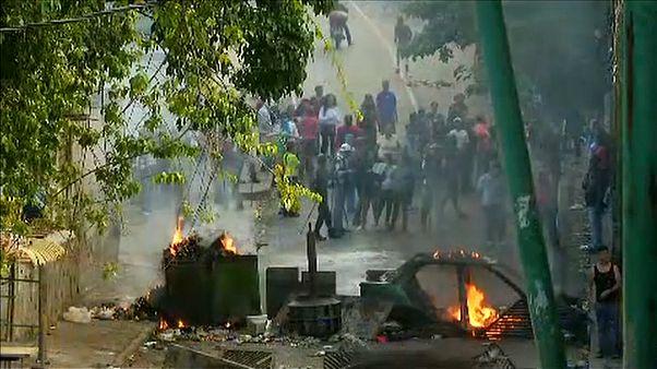 Tiltakozáshullám Maduro újabb ciklusa ellen