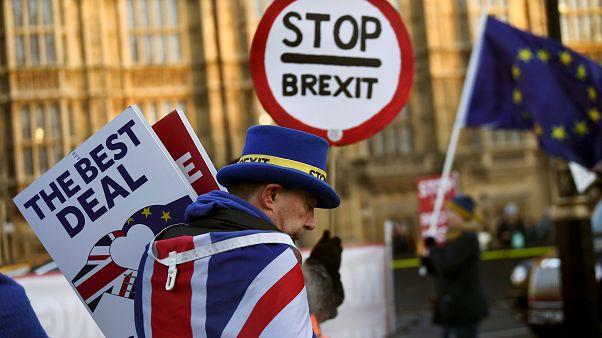 May abdica de taxa para cidadãos da UE