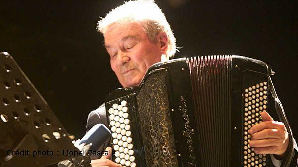 """Marcel ne """"chauffe"""" plus ! Azzola, l'accordéoniste de Brel et Piaf, est mort"""