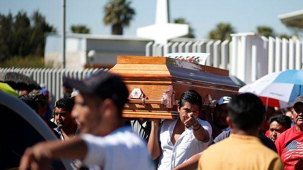 Explosión de un oleoducto en México: tanto dolor no cabe en el cementerio de Tlahuelilpan
