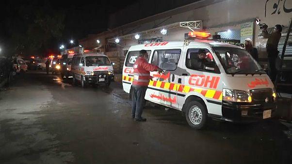 فيديو: مقتل 27 شخصا في ارتطام حافلة بناقلة نفط بباكستان