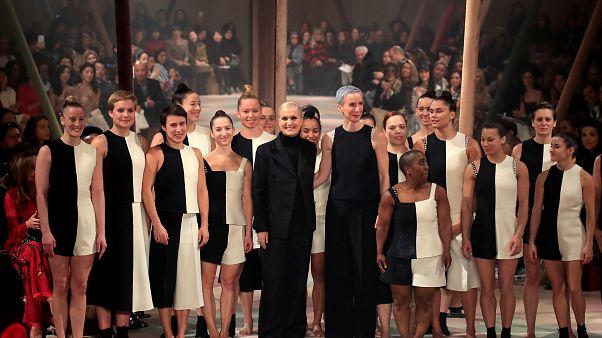 O circo da Dior com arlequins e manequins
