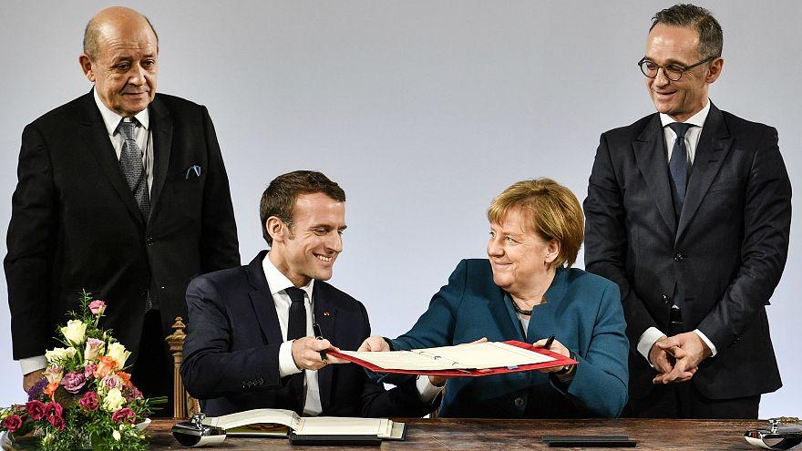 """ألمانيا وفرنسا توقعان معاهدة """"آخن"""" تمهد لتشكيل جيش أوروبي"""