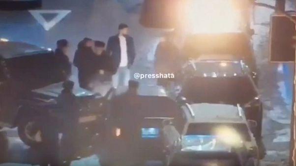 Похищенный бизнесмен протаранил машину обидчиков и ранил одного из них