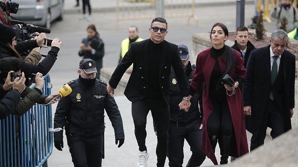 Vergi kaçırmakla suçlanan Cristiano Ronaldo'ya 18,7 milyon Euro para cezası