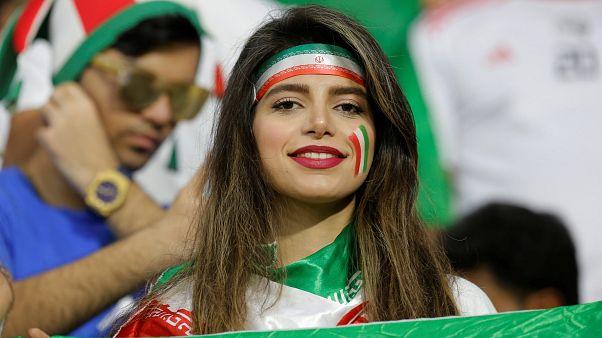 تصاویر زنان ایرانی در امارات در حال تشویق تیم ملی فوتبال