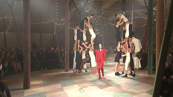 أسبوع باريس للموضة: دار الأزياء ديور تستوحي عرضها من عوالم السيرك