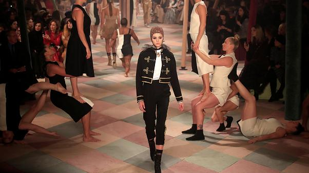 Haute Couture in Paris: Dior lädt in den Zirkus ein