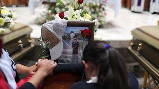 Мексиканцы прощаются с жертвами взрыва на трубопроводе