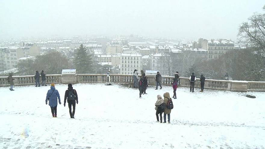 Paris turns white in first snowfall of the season