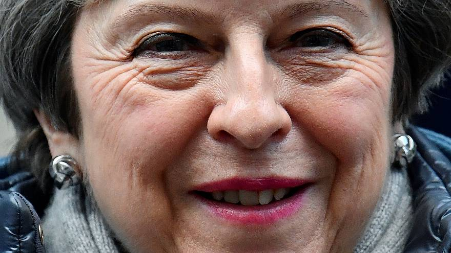 Theresa May tenta salvar acordo do Brexit