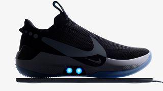 آخر إصدارات نايكي: حذاء ذكي يُشحن كالهاتف.. إبداع جديد أم تهديد للخصوصية؟