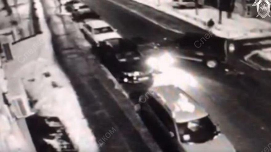 Video | Kaçırılan Rus rehine, fidyecileri aracıyla sıkıştırıp bacaklarından vurdu