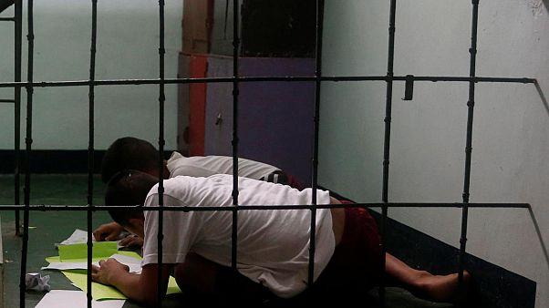 Uyuşturucu rehabilitasyon merkezindeki Filipinli çocuklar