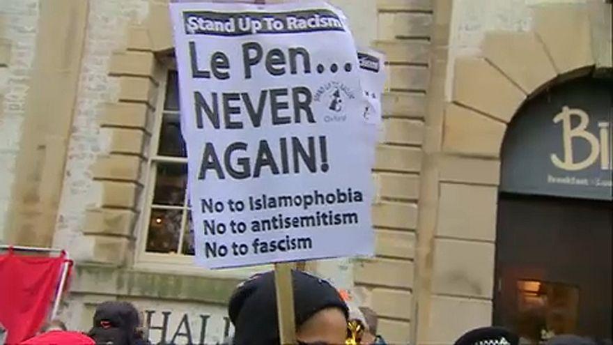 Οξφόρδη: Διαδηλωτές κατά της επίσκεψης της Μαριόν Μαρεσάλ Λε Πεν