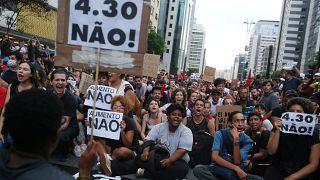Aumento de preços dos transportes contestado em São Paulo