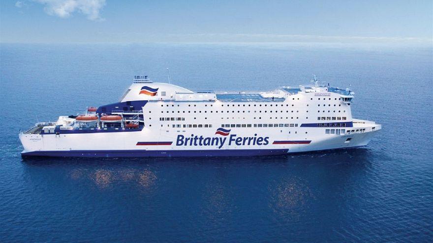 Brexit'ten etkilenmek istemeyen İngiliz gemi ve feribot şirketleri Kıbrıs bandrasına geçiyor