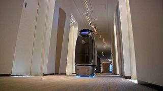 Çinli elektronik ticaret devi Alibaba grubunun yapay zeka otelinde hizmet robotlara emanet