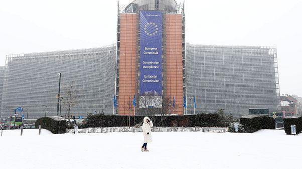 هشدار اتحادیه اروپا به اعضایی که با دریافت پول گذرنامه اروپایی می دهند