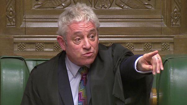 Anticuado o simplemente ridículo: ¿Cómo es el sistema para aprobar leyes en el Parlamento británico?