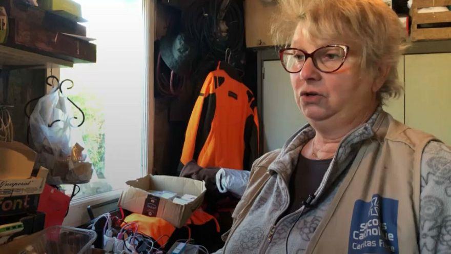 زنی که پناهجویان کاله مامان صدایش میکنند