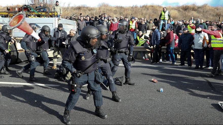 درگیری پلیس اسپانیا با رانندگان معترض تاکسی در مادرید