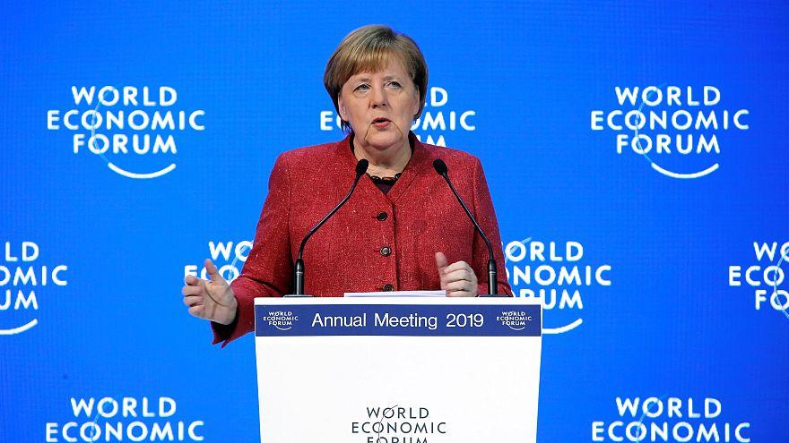 Merkel defende multilateralismo em Davos