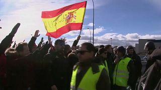 Rendőrökkel csaptak össze a madridi taxisok
