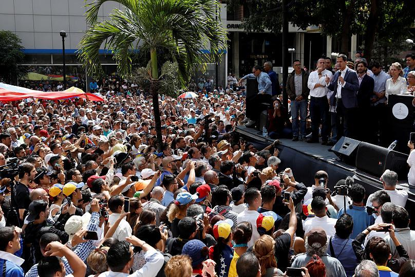 Leading German Newspaper says Maduro Must Go, but Cautions on Guaido
