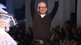 Valentino, Armani Privé und Gaultier präsentieren Frühlingskollektion auf der Paris Fashion Week
