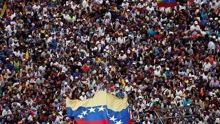 Trump Venezuela'da muhalif lider Guaido'yu meşru devlet başkanı olarak tanıdı