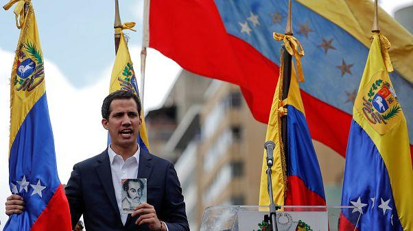 رهبر اپوزیسیون ونزوئلا خود را بهعنوان رئیس جمهور موقت معرفی کرد