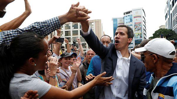 فنزويلا: زعيم المعارضة ينصّب نفسه رئيساً مؤقتاً للبلاد وترامب يعلن الاعتراف الأمريكي به