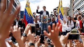 Cosa succede in Venezuela: Guaidò si proclama presidente, Maduro grida al golpe