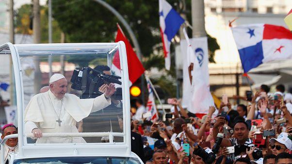 Megérkezett Ferenc pápa a panamai Ifjúsági Világtalálkozóra