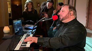 À la rencontre du musicien qui anime les soirées de Davos