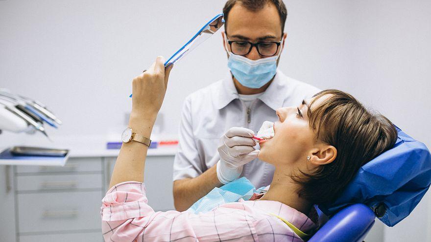 دراسة علمية جديدة تكشف...الزهايمر سببه الفم