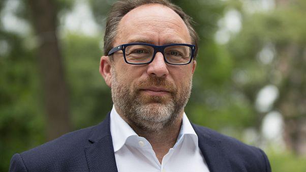 Wikipedia'nın kurucularından Jimmy Wales: Yalan haberle kandırılan halkın iradesi gerçeği yansıtmaz