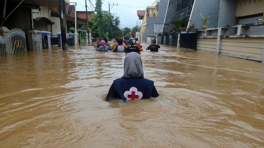 Egyre több áldozatot szednek az indonéziai áradások