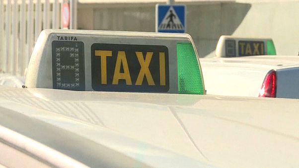 Spagna: sciopero dei taxi a Madrid e Barcellona