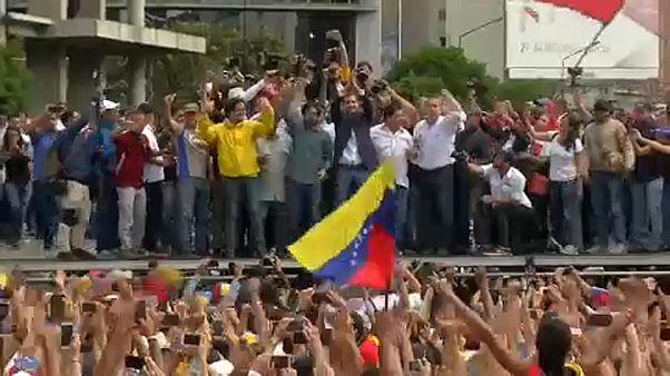 Кто признаёт Мадуро, кто Гуаидо
