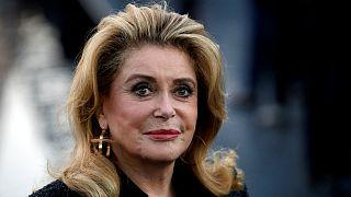 درآمد یک میلیون دلاری کاترین دونوو از فروش برخی از لباسهایش