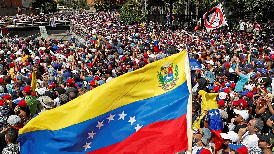 ABD Dışişleri: Kamu çalışanları Venezuela'yı terk edecek, diplomatlar kalacak