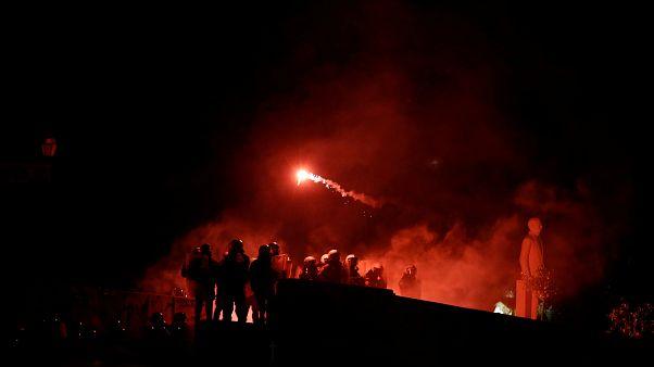 Macedonia del Norte inflama las calles y el parlamento griego