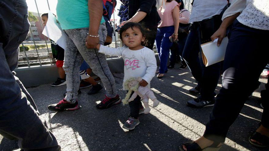 خطة ترامب للمهاجرين.. إعادة طالبي اللجوء إلى المكسيك قبل البت فيها