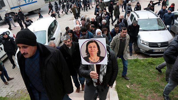Açlık grevindeki HDP milletvekili Leyla Güven şartlı tahliye edildi