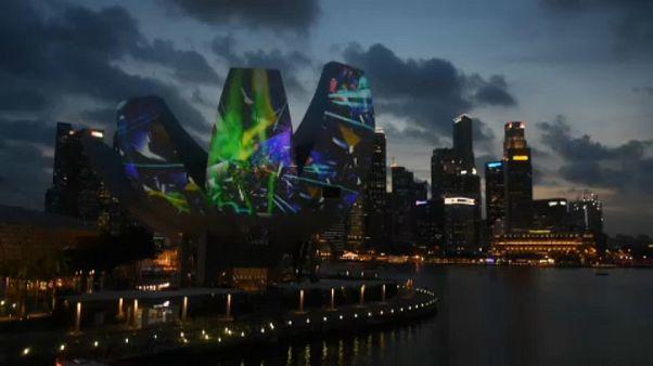 شاهد: مهرجان الأضواء ينير سماوات سنغافورة