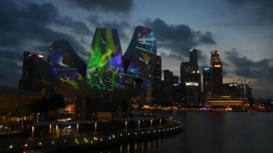 Singapur'un 200'üncü yılına özel ışık festivali