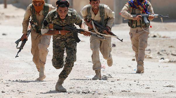 تركيا تقصف مواقع لوحدات عسكرية كردية في مدينة تل رفعت شمال حلب